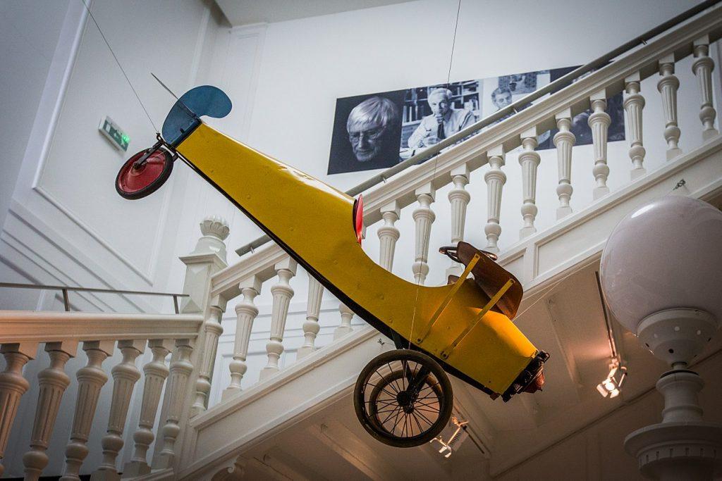Jouet Avion jaune Tomi Ungerer